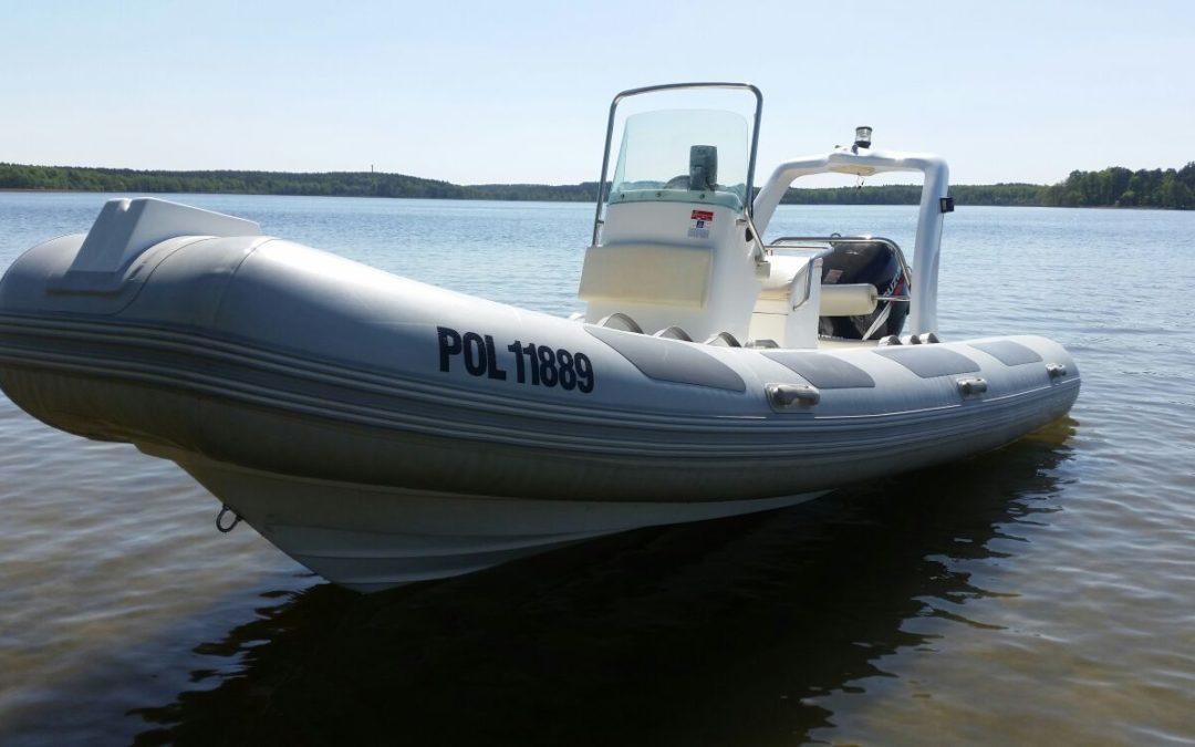 Na czym szkolimy – RIB 520 Boat Bestyear + Suzuki DF115